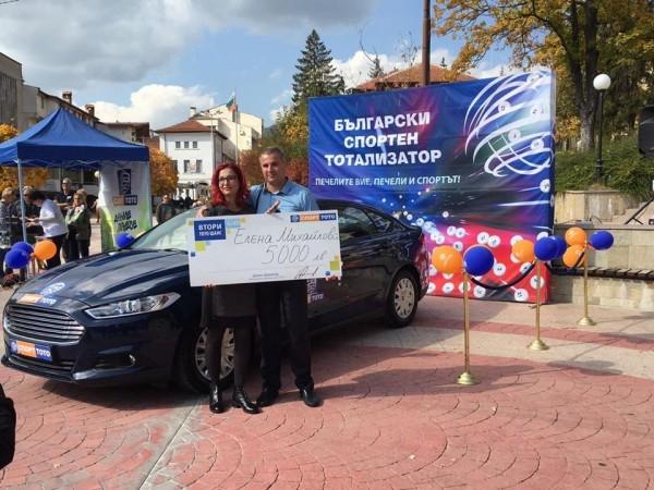 """Дама от Смолян спечели чисто нов луксозен автомобил и 5 000 лева от Втори тото шанс на играта """"Тото 2 – 6 от 49"""""""